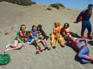 bay_to_breakers_2014_superheroes_girls_ocean_beach